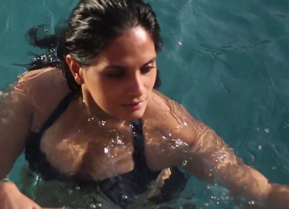 Richa-Chadda-Hot-Cleavage-Photos-In-Bikini-For-Maxim-Magazine-May-2016-4