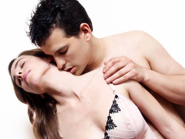 sex_spot_couple_balcony_600x450