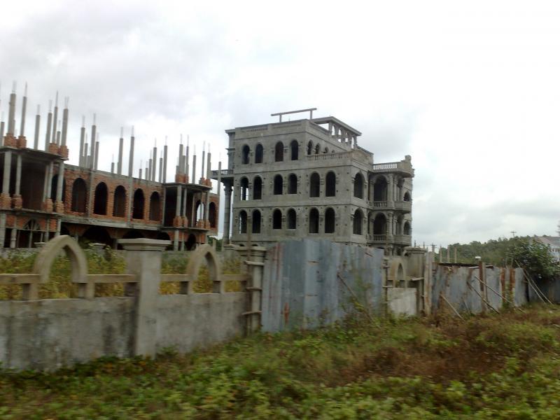 Haunted_house_kompong_som_cambodia_03032011106
