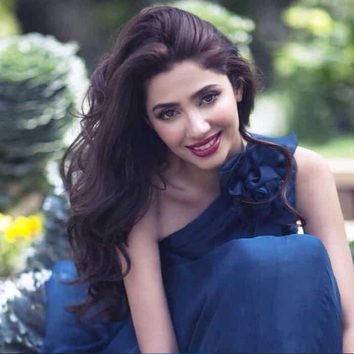 Mahira-Khan-Love-Scene-Nawazuddin-Siddiqui-Shahrukhs-Raees2